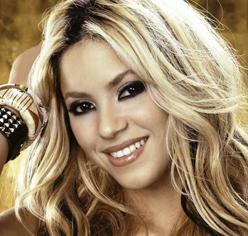 """Shakira stop. """"El Dorado tour"""" rinviato al 2018 per un'emorragia alle corde vocali"""